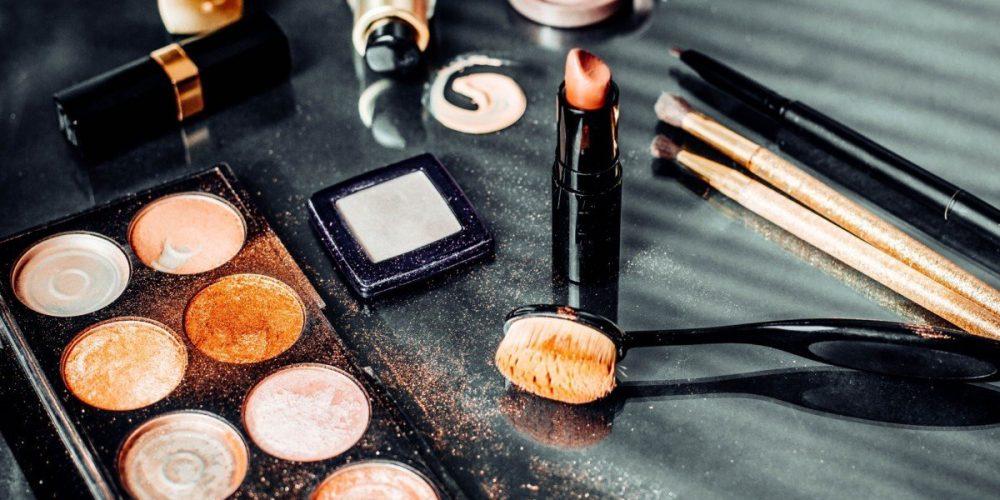 https://marbellaacademy.com/wp-content/uploads/cosmetics-cosmetic-fashion-glamour-decorative-makeup-palette-feminine-powder-beautiful-treatment-care_t20_9kwdK2.jpg
