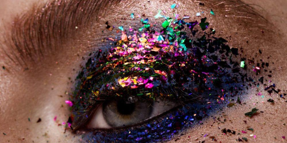 https://marbellaacademy.com/wp-content/uploads/eye-makeup-beautiful-eyes-glitter-make-up-PR6P2ZZ.jpg